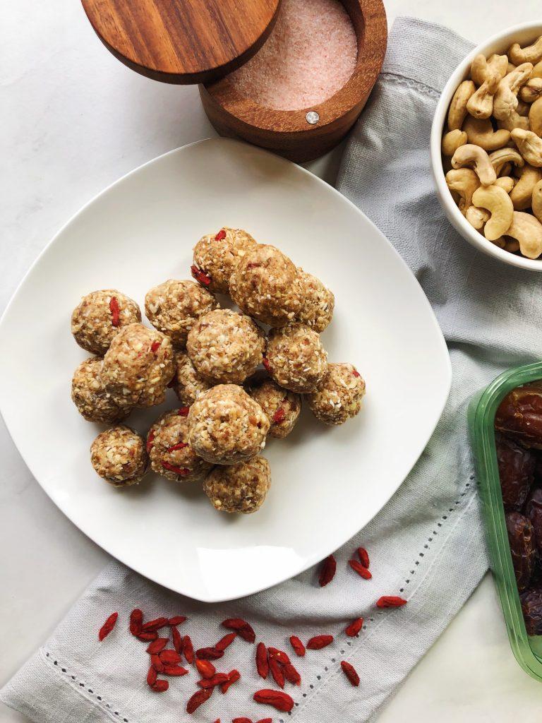 oatmeal cashew energy balls