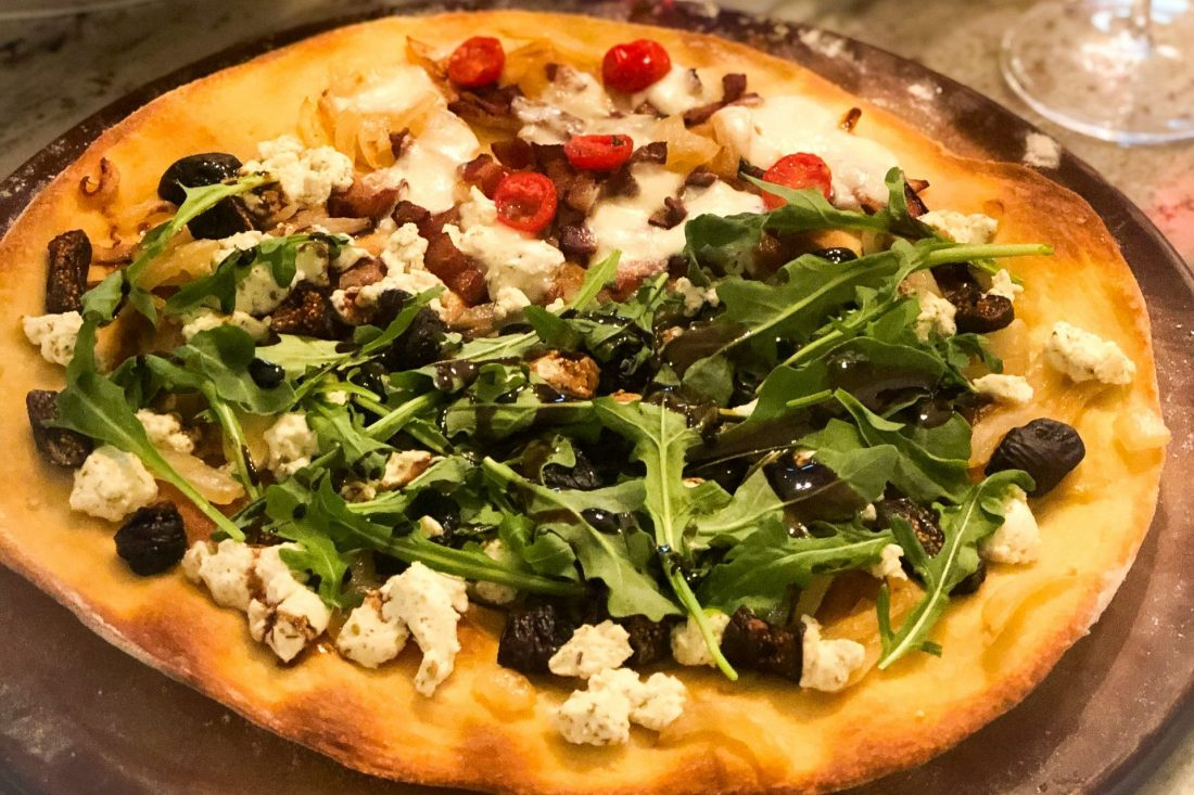 fig and arugula pizza with caramelized onion